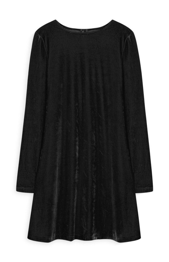 Vestido con vuelos de terciopelo negro