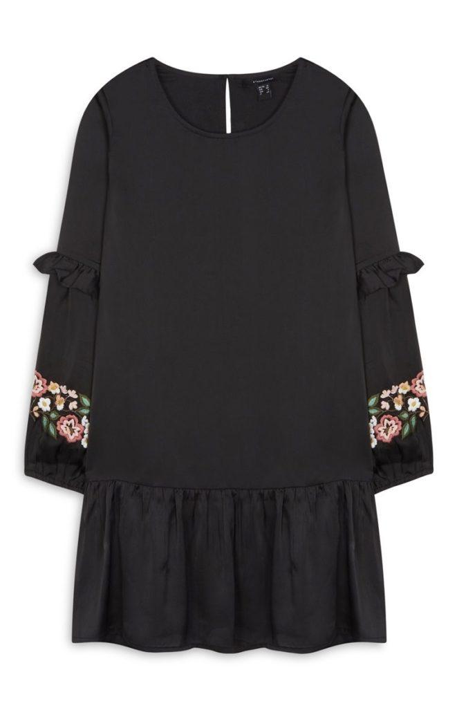 Vestido negro con flores
