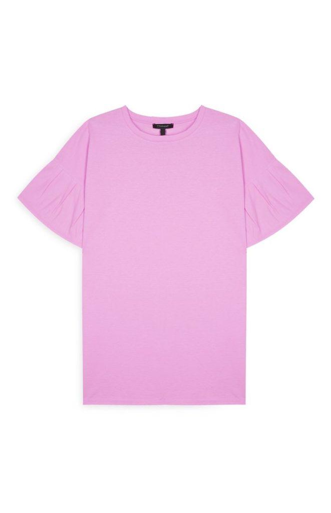 Blusa rosa con mangas con volantes