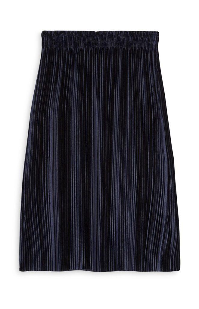 Falda azul plisada