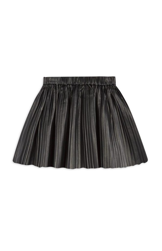Falda negra de niña mayor