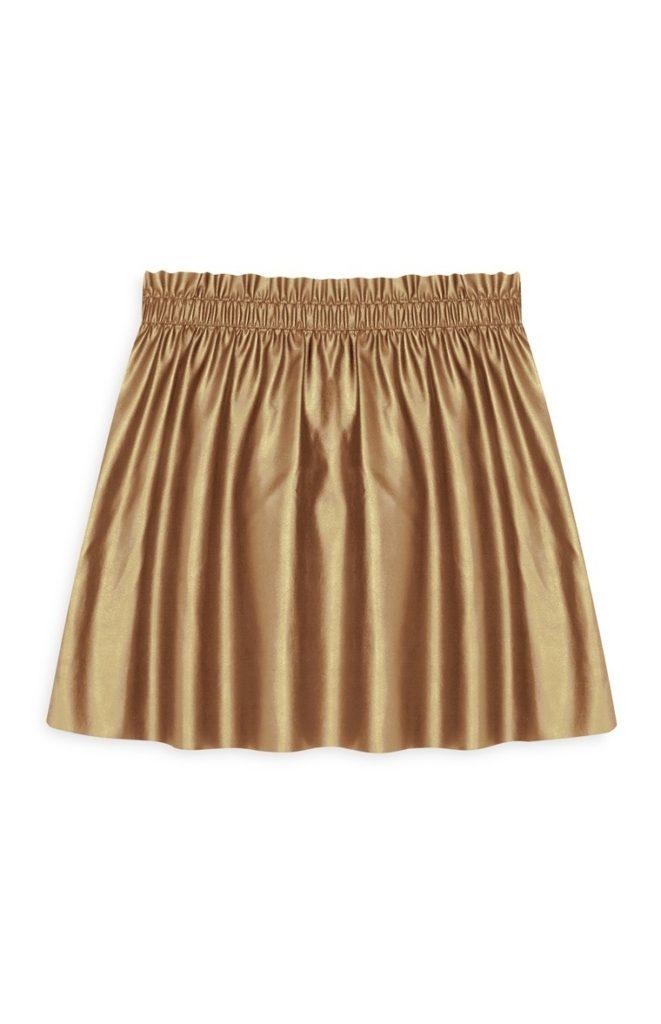 Falda plisada dorada