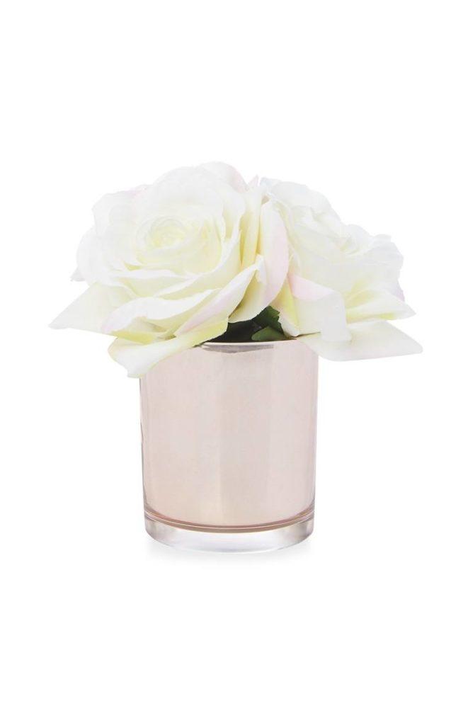 Rosa artificial blanca