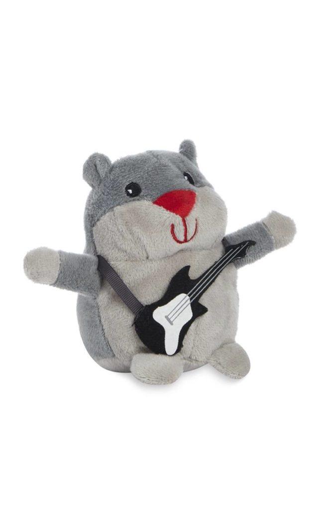 Juguete suave gris de hámster feliz