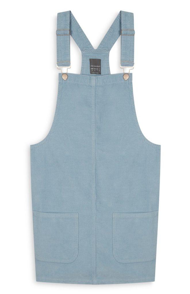 Vestido con delantal azul