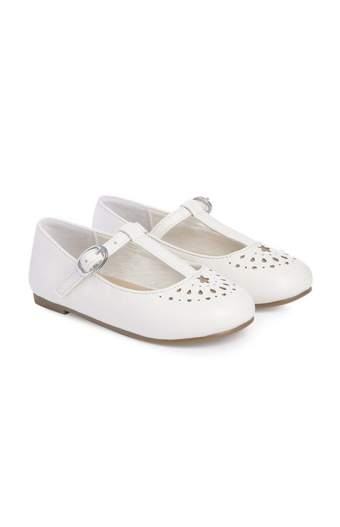 Zapatos blancos con barra en T