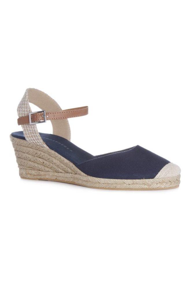 Sandalia azul con plataforma de esparto