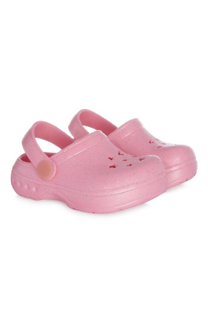 Suecos de caucho rosado para niña