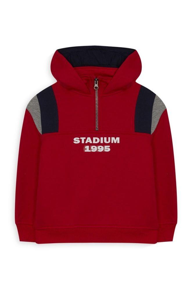 Chaqueta roja con capucha para niño pequeño