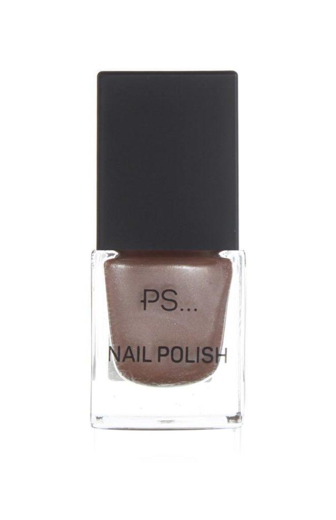 Esmalte de uñas marrón de PS