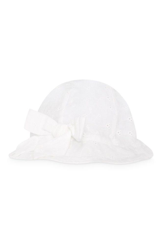 Sombrero blanco para bebé niña