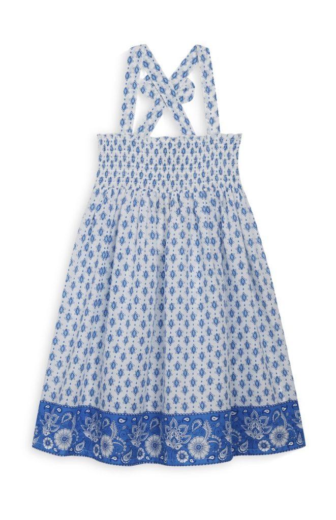 Vestido veraniego azul de niña pequeña