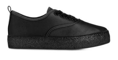 Zapatillas negras con suela brillante