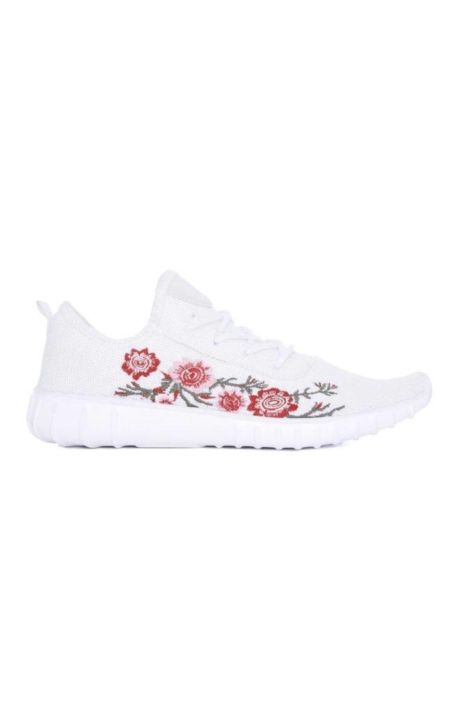 Zapatos para entrenar bordados