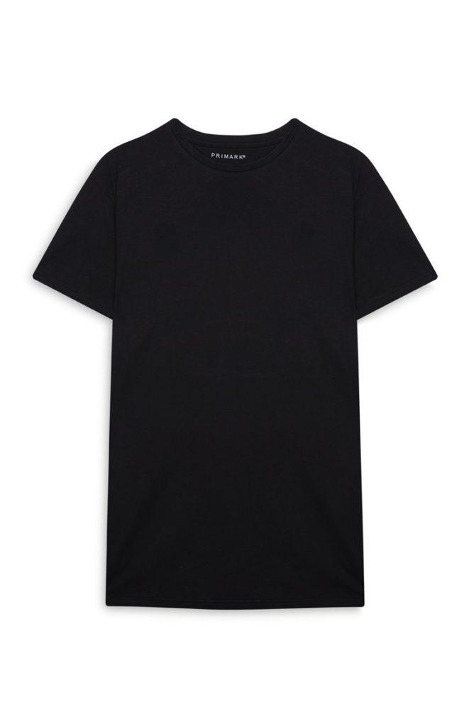 Camiseta negra con bajo redondeado