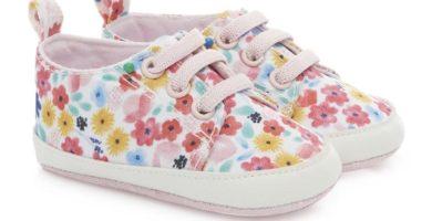 Deportivas con flores para bebé niña
