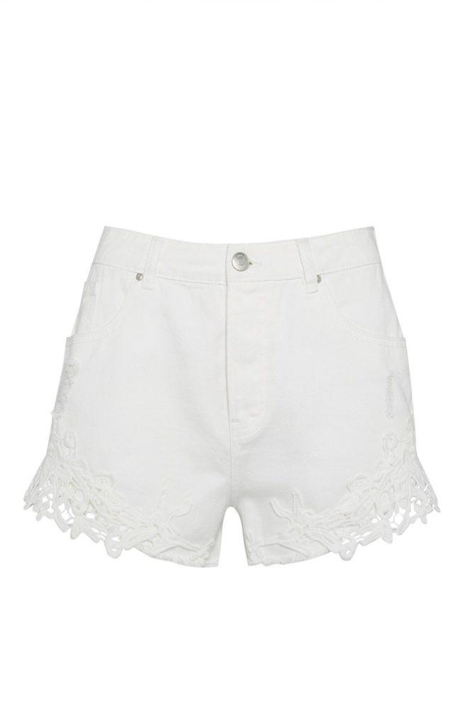 Shorts blancos con puntilla de crochet