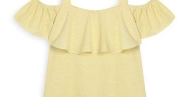 Top amarillo con hombros descotados