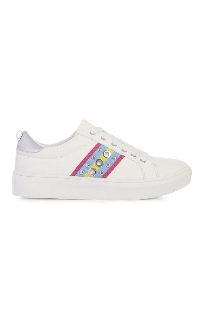 Zapatillas bajas blancas con tachuelas