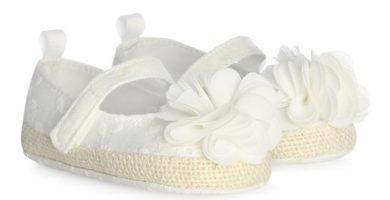Zapatillas blancas con flores bebé niña