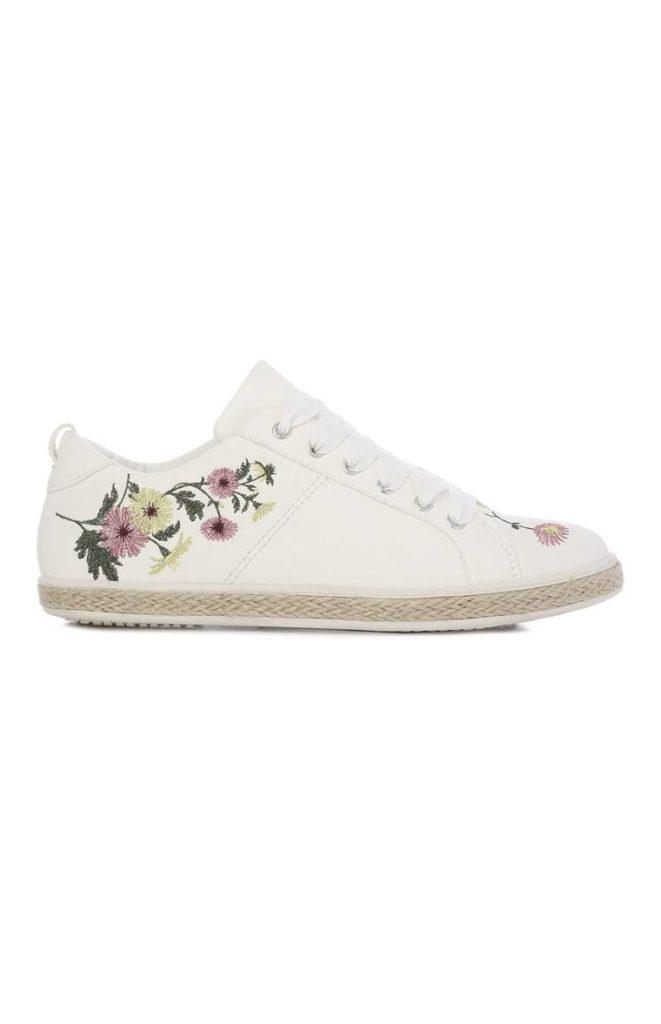 Zapatillas con bordado floral